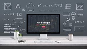 Ein Computer auf einem Schreibtisch mit den Begriffen von Webdesign.